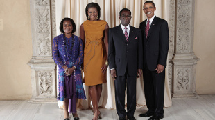 Teodorin's parents at the Metropolitan Museum of Art with the Obamas in September 2009.